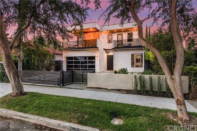 Photo of 4422 Camellia Avenue, Studio City, CA 91602 (MLS # SR21077308)