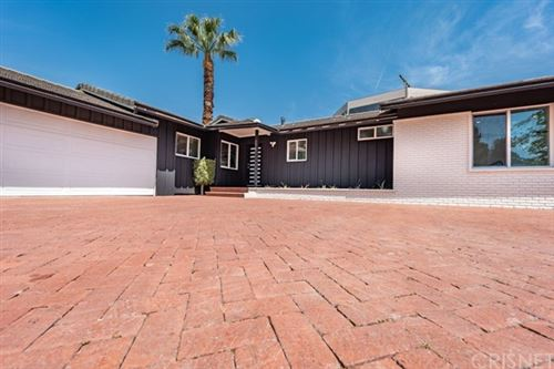 Photo of 16141 Dickens Street, Encino, CA 91436 (MLS # SR21096309)