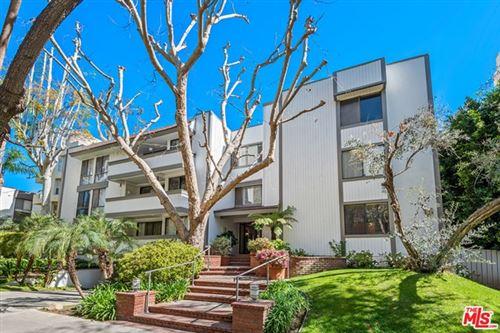 Photo of 406 N Oakhurst Drive #304, Beverly Hills, CA 90210 (MLS # 21698310)