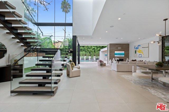 Photo of 406 S Sycamore Avenue, Los Angeles, CA 90036 (MLS # 20653310)