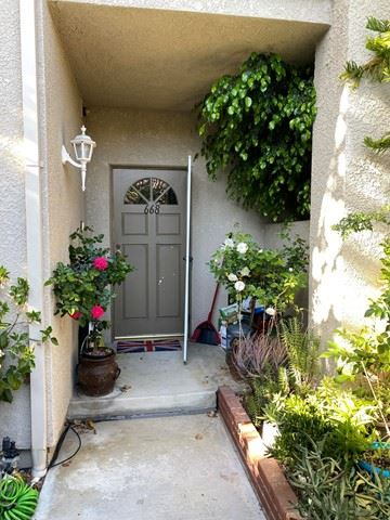Photo of 668 Warwick Avenue, Thousand Oaks, CA 91360 (MLS # 221003310)