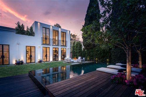 Photo of 944 S Longwood Avenue, Los Angeles, CA 90019 (MLS # 21754322)