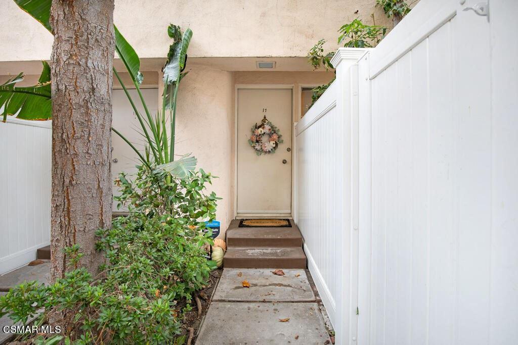Photo of 5142 Zelzah Avenue #17, Encino, CA 91316 (MLS # 221005323)
