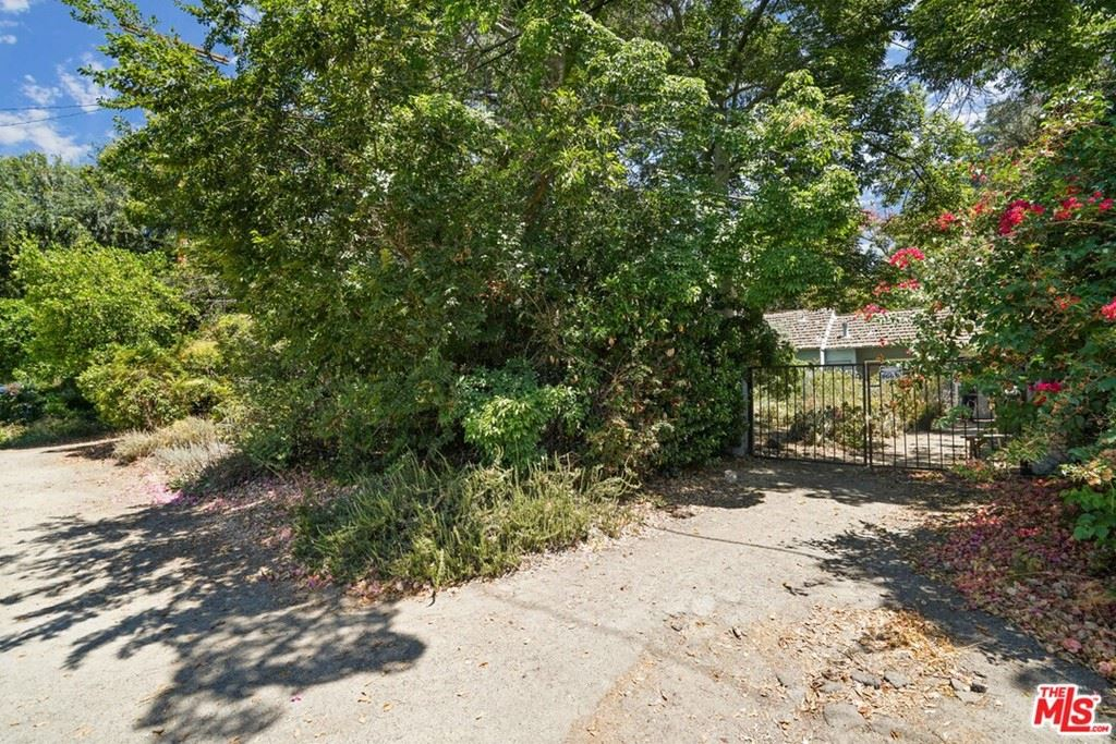 Photo of 4950 Bluebell Avenue, Valley Village, CA 91607 (MLS # 21770326)