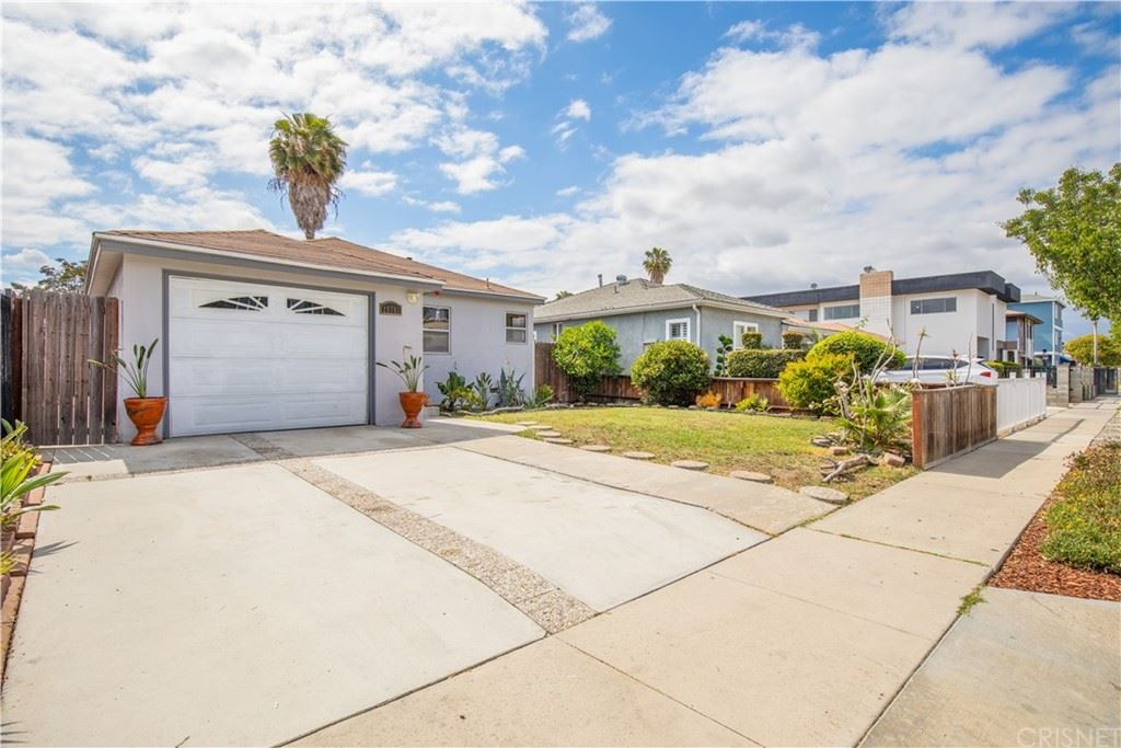 11717 Eucalyptus Avenue, Hawthorne, CA 90250 - MLS#: SR21199327