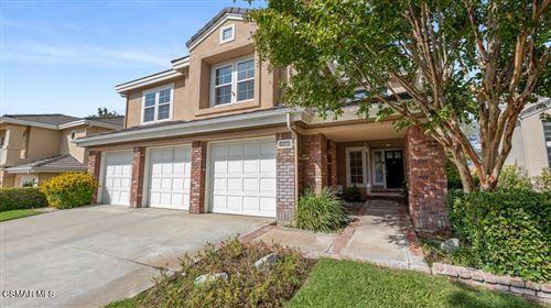 Photo of 27415 Weathersfield Drive, Valencia, CA 91354 (MLS # 221005329)