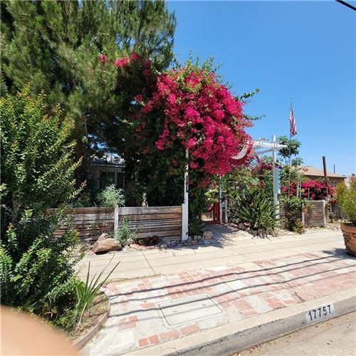 Photo of 17757 Vanowen Street, Reseda, CA 91335 (MLS # SR21149332)