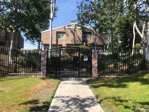 Photo of 1543 W Jefferson Boulevard, Los Angeles, CA 90018 (MLS # SB21081333)