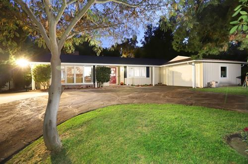 Photo of 970 Regent Park Drive, La Canada Flintridge, CA 91011 (MLS # P1-2337)