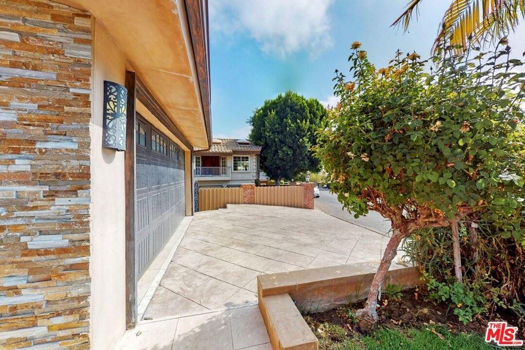 Photo of 22228 Cass Avenue, Woodland Hills, CA 91364 (MLS # 21786338)