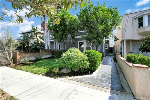 Photo of 340 Flint Avenue, Long Beach, CA 90814 (MLS # OC21222339)