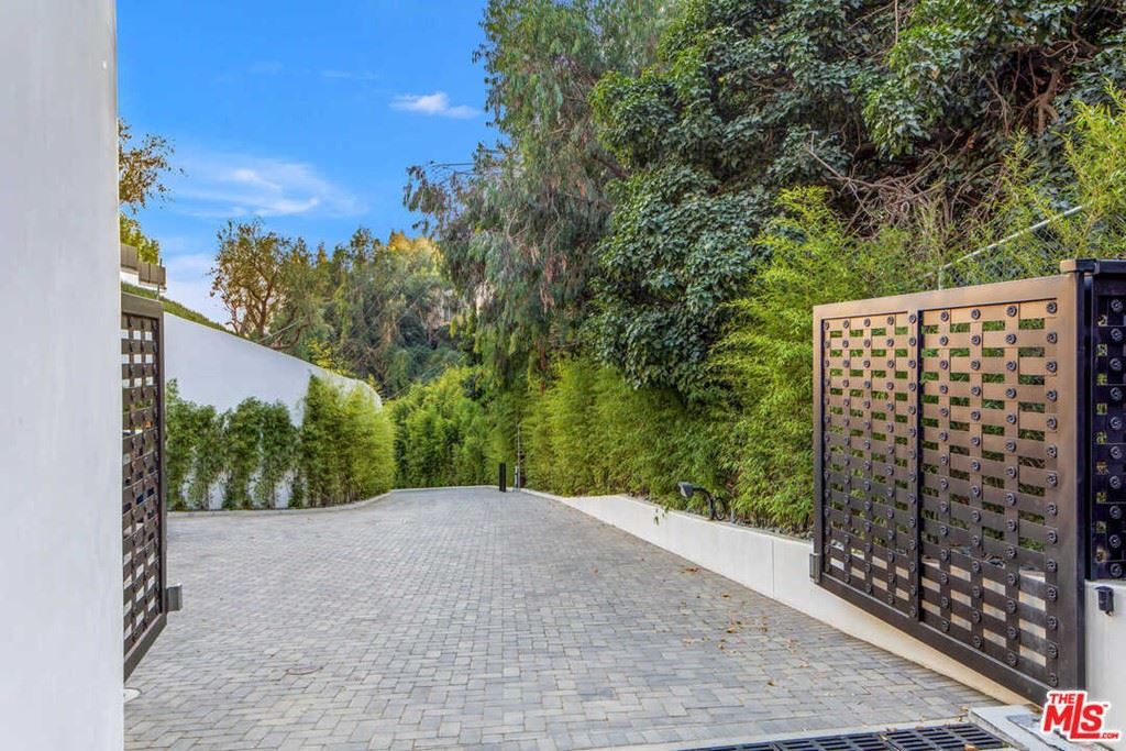 Photo of 1300 Beverly Estate Drive, BEVERLY HILLS, CA 90210 (MLS # 21765340)