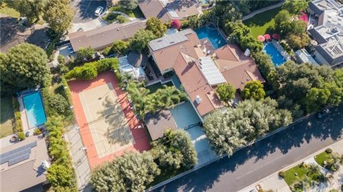 Photo of 19436 Kinzie Street, Northridge, CA 91324 (MLS # SR20192342)