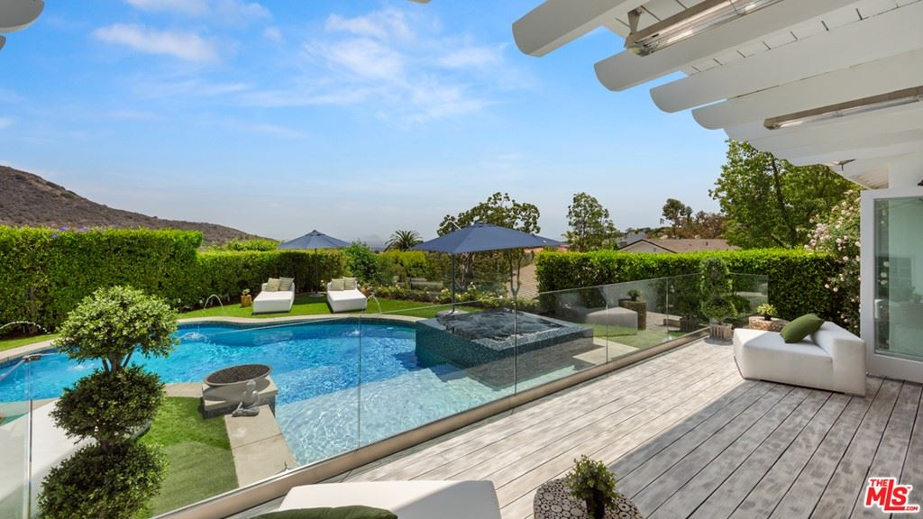 Photo of 1423 Floresta Place, Pacific Palisades, CA 90272 (MLS # 21751342)