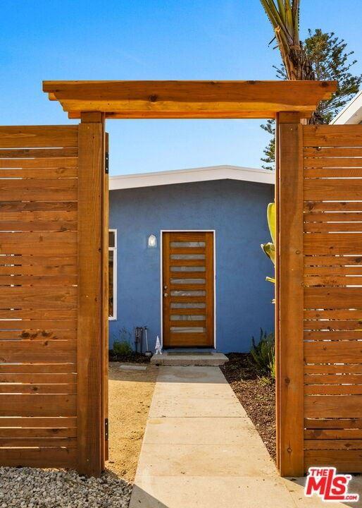 Photo of 2470 PIERPONT Boulevard, Ventura, CA 93001 (MLS # 21779342)