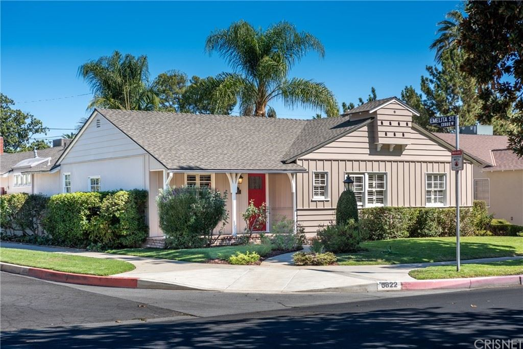 Photo of 5822 Costello Avenue, Valley Glen, CA 91401 (MLS # SR21206342)