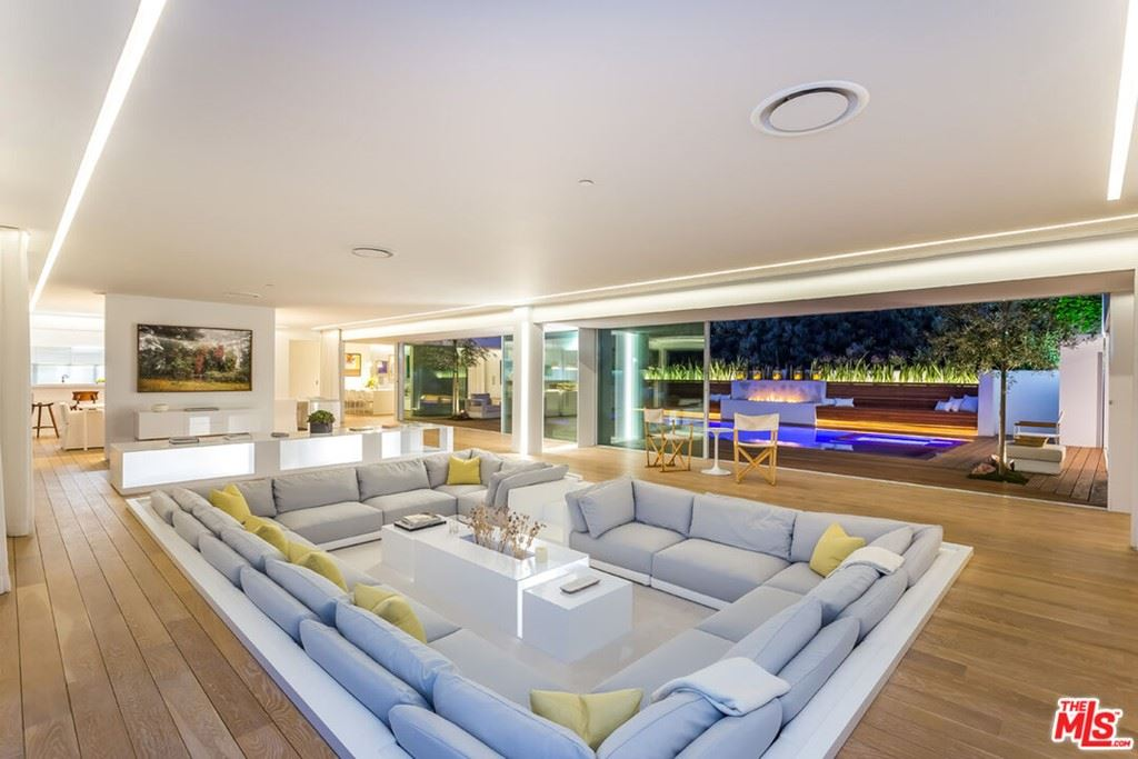 Photo of 1106 N Hillcrest Road, Beverly Hills, CA 90210 (MLS # 21790344)