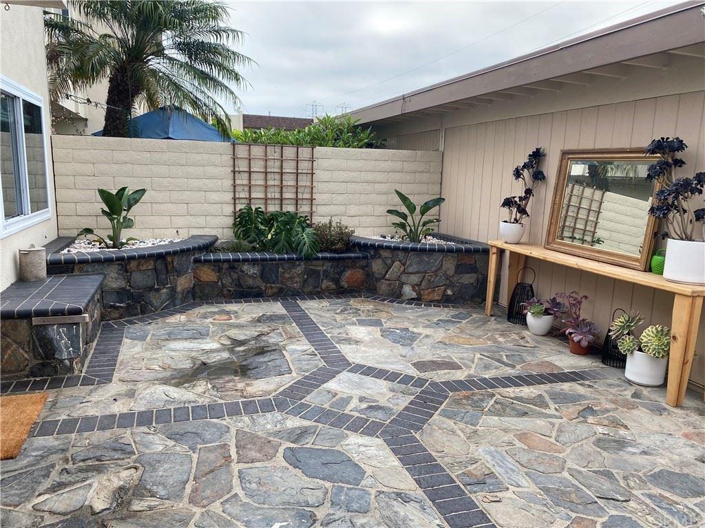 Photo of 9942 Barranca Circle, Huntington Beach, CA 92646 (MLS # OC21164346)