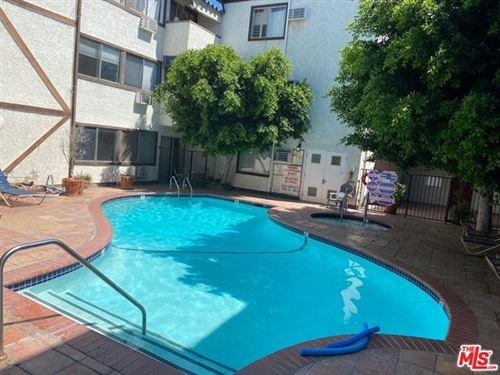 Photo of 18530 Hatteras Street #337, Tarzana, CA 91356 (MLS # 20607348)