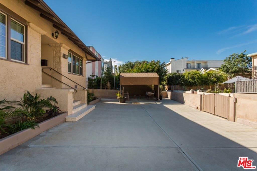 Photo of 34 SUNSET Avenue, Venice, CA 90291 (MLS # 21764348)