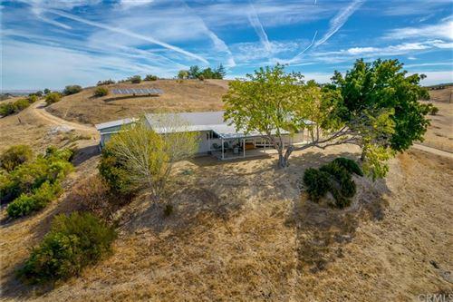 Photo of 6170 Vista Serrano, Paso Robles, CA 93446 (MLS # NS21233349)