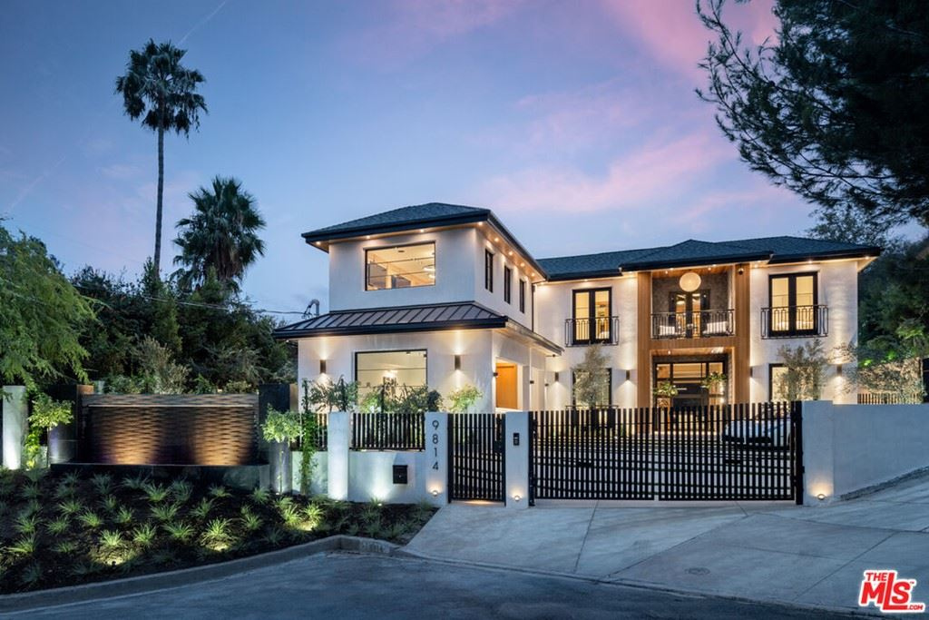 Photo of 9814 Curwood Place, Beverly Hills, CA 90210 (MLS # 21789352)