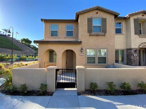 Photo of 352 S Auburn Heights Lane, Anaheim Hills, CA 92807 (MLS # OC21097356)