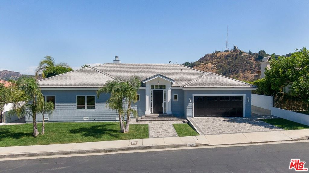 Photo of 12024 Summit Circle, Beverly Hills, CA 90210 (MLS # 21783358)