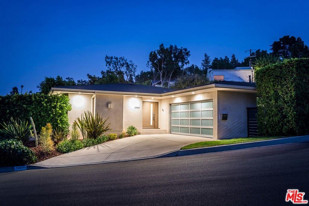 Photo of 15414 Longbow Drive, Sherman Oaks, CA 91403 (MLS # 21769364)