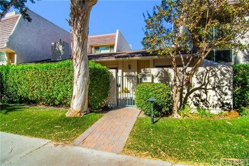 Photo of 22247 Erwin Street #7, Woodland Hills, CA 91367 (MLS # SR20237365)