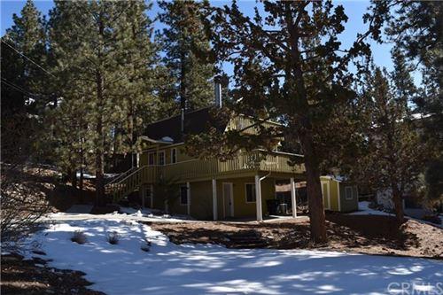 Photo of 960 Bear Mountain Road, Big Bear, CA 92314 (MLS # TR21009371)