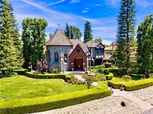 Photo of 852 Peninsula Avenue, Claremont, CA 91711 (MLS # CV20057372)
