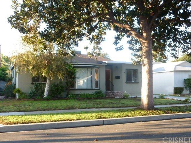 Photo of 17620 Haynes Street, Lake Balboa, CA 91406 (MLS # SR21155377)