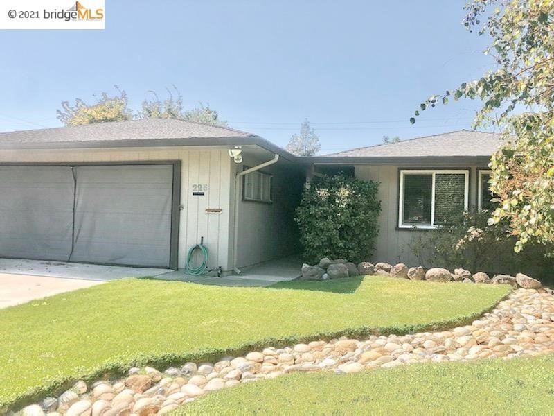Photo of 225 Delta Ave, Brentwood, CA 94513 (MLS # 40959381)