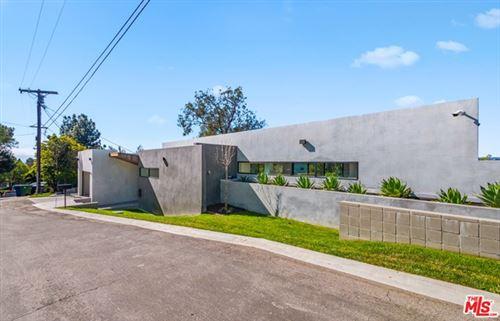 Photo of 2961 BRIAR KNOLL Drive, Los Angeles, CA 90046 (MLS # 21681382)