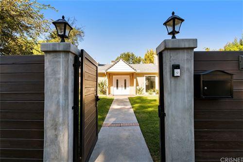 Photo of 15129 Hartsook Street, Sherman Oaks, CA 91403 (MLS # SR21233382)