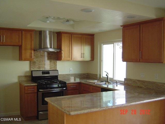 Photo of 222 Green Heath Place, Thousand Oaks, CA 91361 (MLS # 221003383)