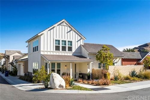 Photo of 25108 Grapefruit Lane, Canyon Country, CA 91387 (MLS # SR21024388)