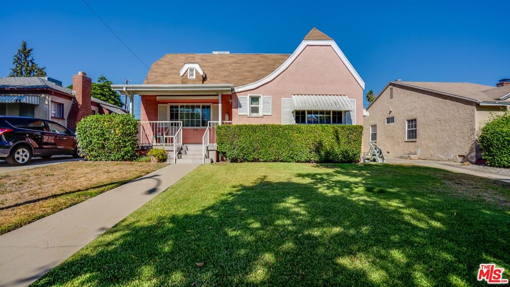 Photo of 902 N Avon Street, Burbank, CA 91505 (MLS # 21763388)