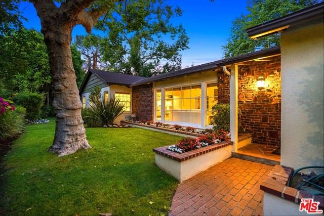 Photo of 4758 Saint Clair Avenue, Valley Village, CA 91607 (MLS # 21747392)
