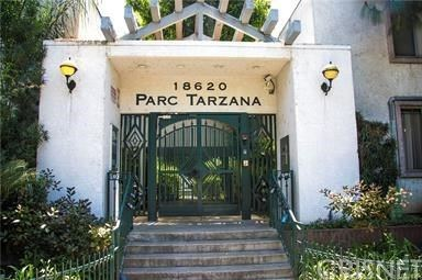 Photo of 18620 Hatteras Street #228, Tarzana, CA 91356 (MLS # SR20134395)