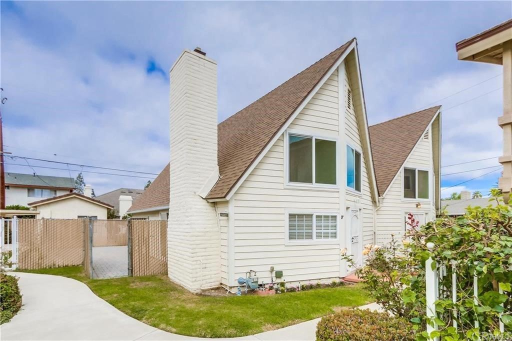 Photo of 2569 Orange Avenue #F, Costa Mesa, CA 92627 (MLS # OC21158395)