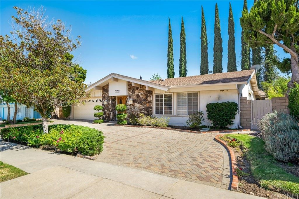Photo of 17172 Sesnon Boulevard, Granada Hills, CA 91344 (MLS # SR21157398)