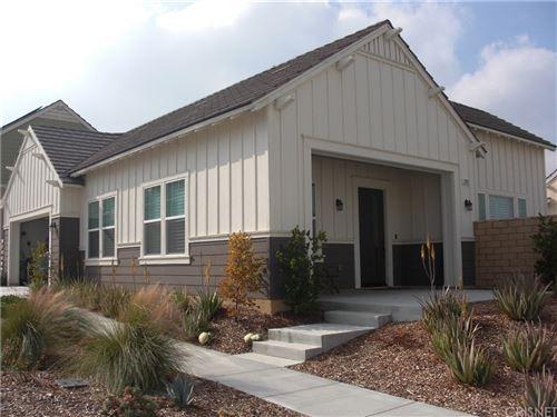 Photo of 25127 Grapefruit Lane, Canyon Country, CA 91387 (MLS # SR20018399)