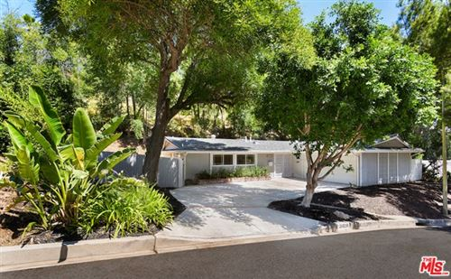 Photo of 20519 Hatteras Street, Woodland Hills, CA 91367 (MLS # 20599400)