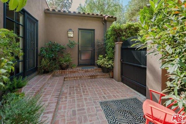 Photo of 454 N Flores Street, Los Angeles, CA 90048 (MLS # 20650400)