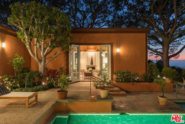 Photo of 630 Burk Place, Beverly Hills, CA 90210 (MLS # 21694402)