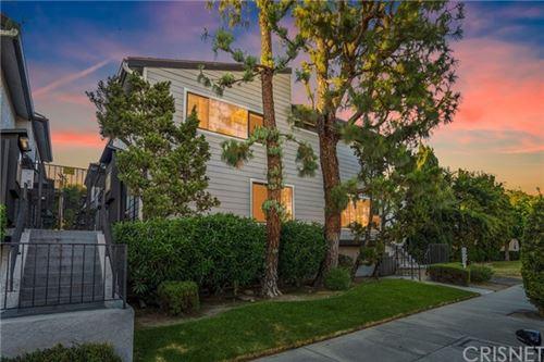 Photo of 12411 Riverside Drive #4, Valley Village, CA 91607 (MLS # SR20115403)