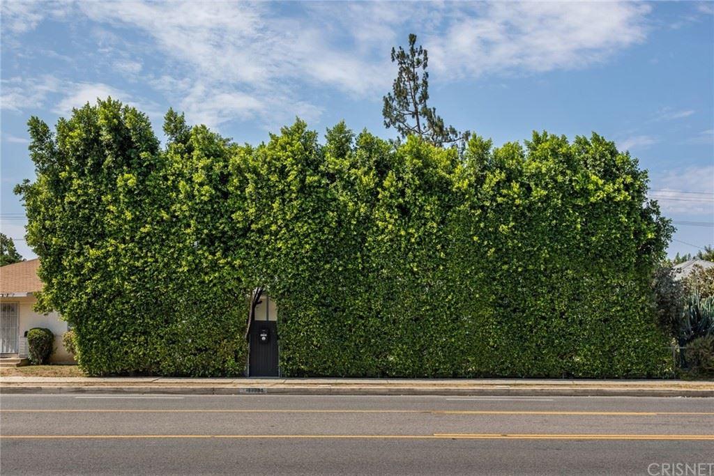 Photo of 17731 Burbank Boulevard, Encino, CA 91316 (MLS # SR21160403)