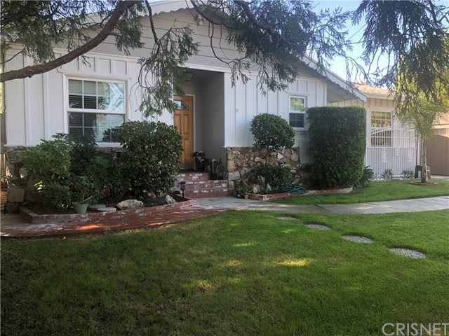 Photo of 23210 Ladrillo Street, Woodland Hills, CA 91367 (MLS # SR21076404)